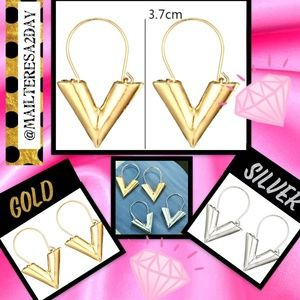Jewelry - NEW VINTAGE UNISEX GOLD/SILVER METAL 'V' EARRINGS